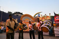 Musicians play at Pandal for Durga Puja, Kolkata Royalty Free Stock Photos
