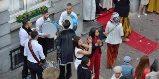 Musicians playing etnic music at a traditional wedding of the Moroccan community in Brussels Stock Photos