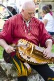 musicien Affichage médiéval Warkworth, le Northumberland l'angleterre LE R-U images stock