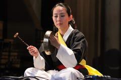 Musicien coréen joueur de kkwaenggwari photos stock