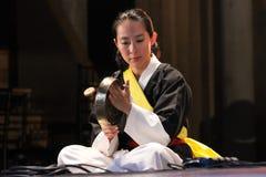Musicien coréen joueur de kkwaenggwari image libre de droits