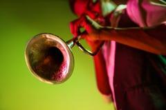 Musicien de jazz d'afro-américain jouant la trompette photo libre de droits