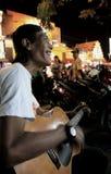 Musicien de rue dans Jogyakarta Indonésie Photographie stock libre de droits