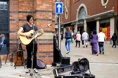 Musicien de rue de dimanche photo libre de droits