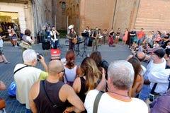 Musicien de rue Festival 2016 Bande des musiciens dans la place à Ferrare photographie stock libre de droits