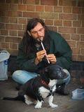 Musicien de rue de sifflement de bidon photographie stock libre de droits