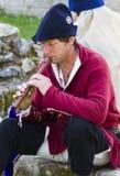 Musicien jouant la cannelure Affichage médiéval Warkworth, le Northumberland l'angleterre LE R-U photographie stock