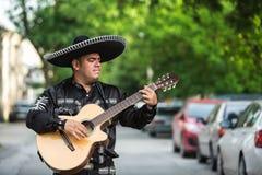 Musicien mexicain sur la rue de ville Images stock