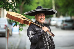Musicien mexicain sur la rue de ville Photographie stock libre de droits