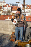 Musicien Performing de rue sur Charles Bridge à Prague Photos libres de droits