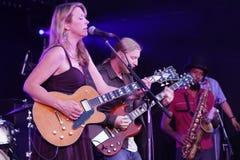Musicien Susan Tedeschi et camions de Derek Photos stock