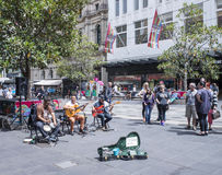 Musiciens de rue amusant en Bourke Street Mall, Melbourne, Australie Image stock