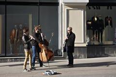 Musiciens exécutant sur une rue Images libres de droits