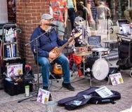 Musicista ambulante comico a Dorchester Dorset immagine stock libera da diritti