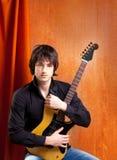 Musicista britannico dei giovani di sguardo della roccia di schiocco del indie Fotografia Stock Libera da Diritti