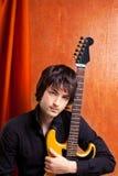 Musicista britannico dei giovani di sguardo della roccia di schiocco del indie Immagini Stock Libere da Diritti