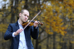 Musicista che gioca al violino Fotografie Stock Libere da Diritti