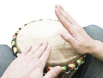Musicista che gioca i tamburi Immagini Stock Libere da Diritti