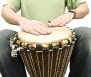 Musicista che gioca i tamburi Fotografia Stock
