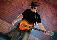 Musicista con una chitarra Immagini Stock