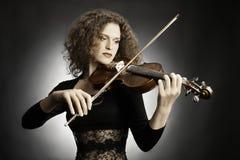 Musicista della donna che gioca violino Immagini Stock