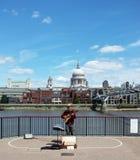 Musicista della via che esegue a Londra Fotografie Stock
