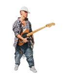 Musicista freddo con la chitarra su bianco immagine stock libera da diritti