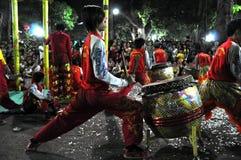 Musicisti che giocano sui tamburi durante il nuovo anno lunare di Tet in Saig Fotografie Stock