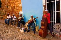 Musicisti della via in Trinidad, Cuba Fotografia Stock Libera da Diritti