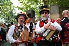 Musicisti pieghi al festival di spazzata di Rochester Immagini Stock
