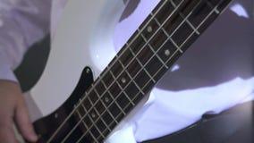 musicisti Punto di vista del chitarrista che gioca nello studio video d archivio