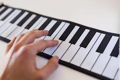 Musicologybegrepp som föreställs med det fick- pianot Arkivfoton