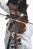 Musicus die een viool spelen Stock Foto