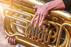Musicus het spelen tuba royalty-vrije stock fotografie
