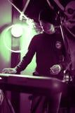 Musicus met toetsenbord stock afbeeldingen