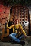 Musicus met zijn gitaar Stock Foto