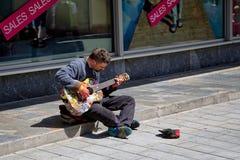 Musicus op de straten van Bratislava Royalty-vrije Stock Afbeeldingen
