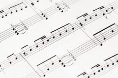 Musik-anmärkningar på vitbokmakro Fotografering för Bildbyråer