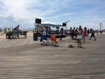 Musik auf Coney Island-Promenade Lizenzfreie Stockfotos