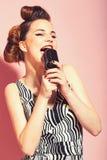 Musik, Blick und Retrostil, Pinup lizenzfreies stockfoto