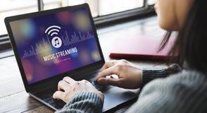 Musik, die Medien-Unterhaltungs-Download-Entzerrer-Konzept strömt Lizenzfreie Stockfotos