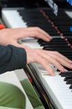 Musik i dina händer Royaltyfria Bilder