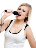 Musik Mädchensängermusiker, der zum Mikrofon singt Stockbilder