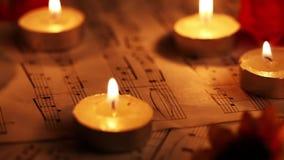 Musik merkt Blätter und Kerzen stock footage