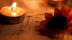 Musik merkt Blätter und Kerzen stock video
