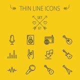 Musik och tunn linje symbolsuppsättning för underhållning Royaltyfri Bild