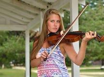 Musik-Reihe - Violinen- oder Geigenspieler im Freien Lizenzfreies Stockfoto