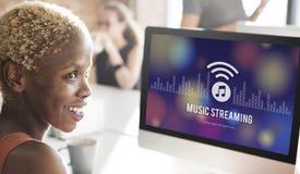 Musik som strömmar begrepp för utjämnare för massmediaunderhållningnedladdning Arkivbild