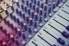 Musik-Studio-Mischer-Steuerung Lizenzfreie Stockbilder