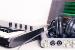 Musik-Studioausrüstung für das Notieren unter Verwendung des Computers Lizenzfreies Stockbild
